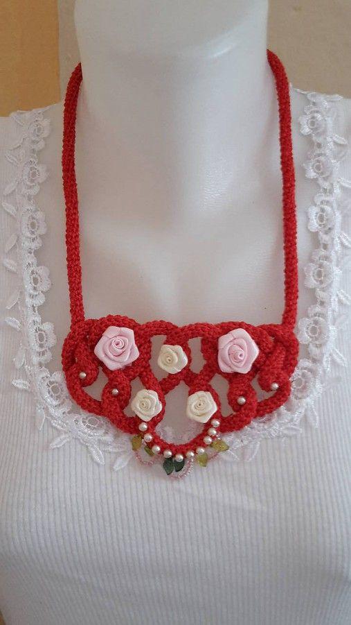 ElinorHandmade / Červený s ružičkami