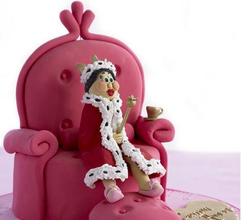 Doğru otur karşında bir kraliçe var ;)