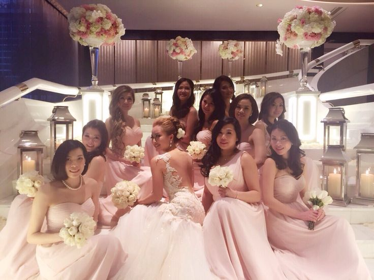 ABHL bride, Ms Vivian Chan, in Galia Lahav's Giselle gown with her bridesmaidson her wedding day. See how nice is the back~