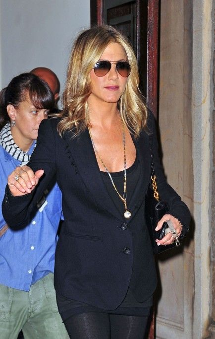 Is Jennifer Aniston Pregnant? Jen Appears to Have Baby Bump (Photos)