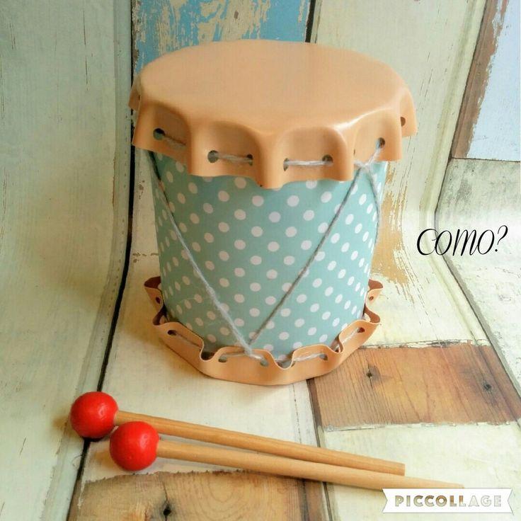 粉ミルクの缶や大きめのトマト缶など空き缶を再利用して、見た目もグッドなかわいい太鼓を作ります。空き缶と100均の材料だけでも合皮を使うことで本格的な雰囲気のキッズ太鼓ができますよ。小さいお子さんがいらっしゃるなら、使い終わった粉ミルクの空き缶を再利用して作った太鼓で遊べて無駄がありません!工具もハサミと穴あけパンチだけなのでお家にあるもので簡単にできます♪ぜひ作ってみましょう!