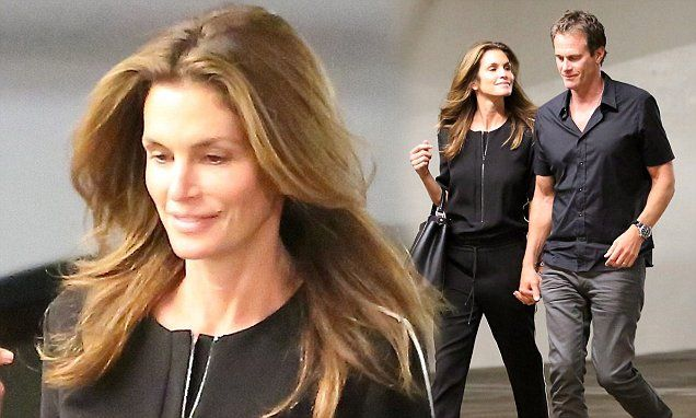 Cindy Crawford and Rande Gerber caught in romantic conversation