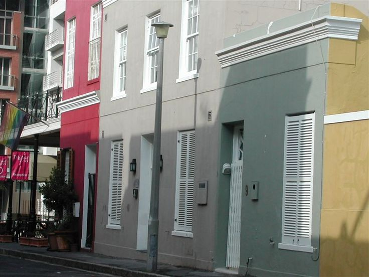 Loader Street Cottage - Loader Street Cottage is situated in the trendy De Waterkant area with galleries, cafes and restaurants, courtyards and cobble stoned street. Greenmarket Square, Long Street and the CTICC are 10 to 15 ... #weekendgetaways #dewaterkant #southafrica