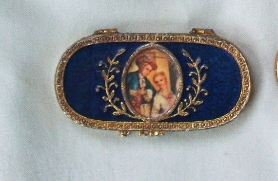 Estee Lauder Vintage Solid Perfume Compact Of Courting Couple Enamel With Filigree Detailing Oblong Collectors Item Vint Solid Perfume Vintage Stuff To Buy