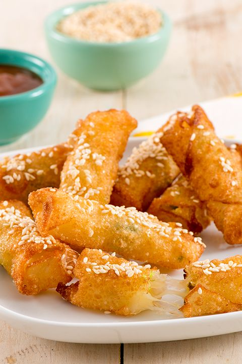 INGREDIENTS BY SAPUTO | Wonton rolls have never been this cheesy! For an unforgettable appetizer recipe idea, try these wonton rolls stuffed with Armstrong Jalapeño Monterey Jack cheese!