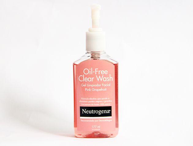 Oil Free Clear Wash! limpiador en gel para rostro rico olor a pomelo, sensación de frescura y limpieza, lo uso en la mñn y e la noche, excelentes resultados! lo venden en Maicao a $4.990.- rinde montón! alrededor de 3 meses me duró, lo recomiendo totalmente :)