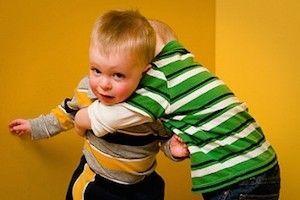 Por qué no debes obligar a los niños a abrazar y besar - Blog de BabyCenter