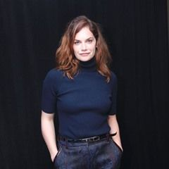 Ruth Wilson promotes 'The Affair' in navy turtleneck and swirl print pants (311582)