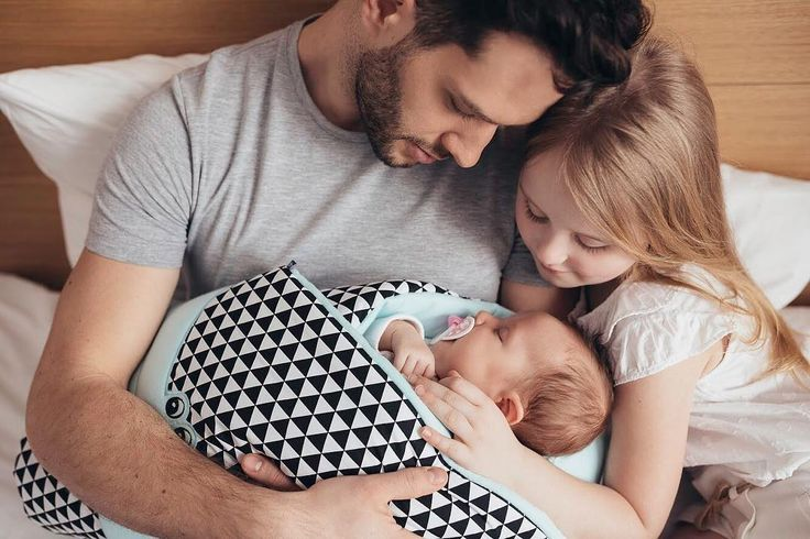 Zaffiro cone wrap in a unique edition. Very functional, warm and comfortable both during sleep and feeding the little one. It provides the baby with comfort and cosiness. It also makes the adult feel more confident. Anti-allergic filling - 100% cotton.