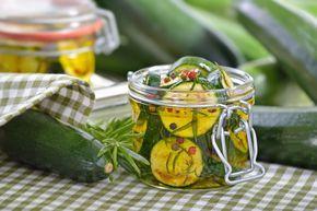 Zucchine sott'olio, il sapore dell'estate in barattolo