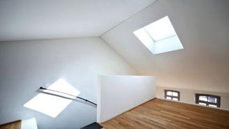Cette semaine, Johanne aimerait savoir: « Quelle épaisseur de gypse doit-on utiliser pour couvrir une grande surface de plafond plâtré, sachant qu'à certains endroits l'épaisseur du stucco ou plâtre n'est pas la même? De plus, certaines rosettes sont plus prononcées que d'autres. Il y a aussi une fissure au plafond. Merci beaucoup. » Bonjour Joanne, Si vous avez l'intention de recouvrir tout le plafond au complet avec du placoplâtre, et surtout s'il y a des inégalités au plafond, voici ma…