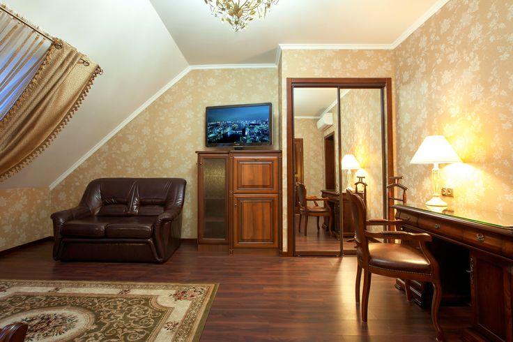 Отели Кременчуга. Гостиница Helicopter. Номер люкс мансардный. Подробнее: http://www.hotel-helicopter.com/rooms/suite-mansard