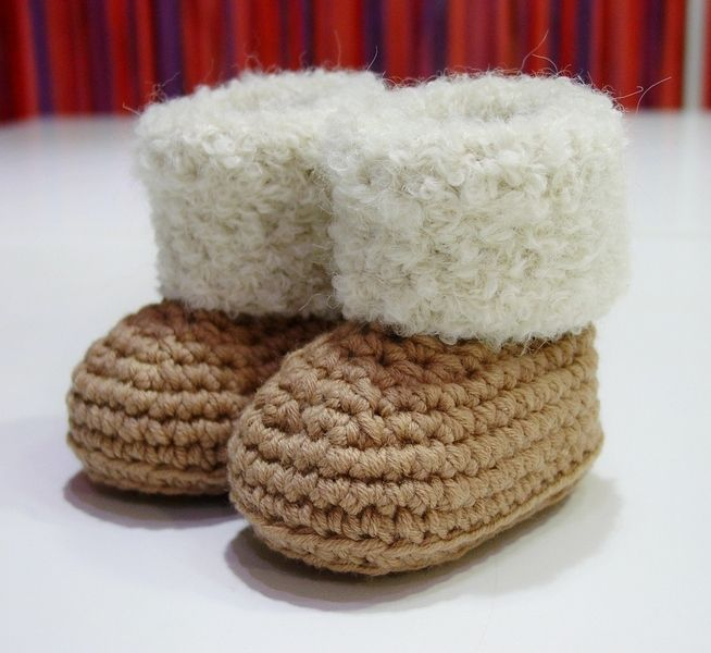 Gebreide & gehaakte schoenen - Gebreide babyslofjes haken. 7-9 maanden - Een uniek product van ALSOLECITO op DaWanda