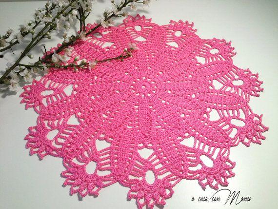 Centrino rosa all'uncinetto, pink crocheted doily, decorazione della tavola, fatto a mano in Italia