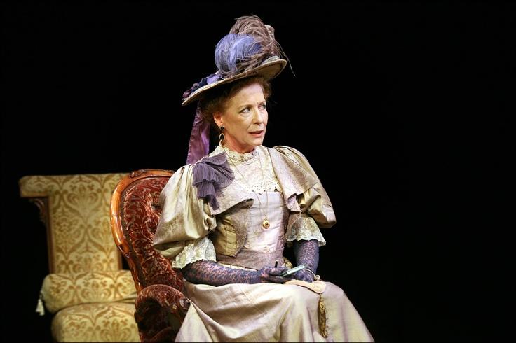 Carmen Rodriguez as Lady Bracknell