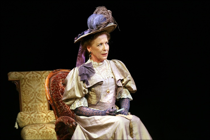 Carmen Rodriguez as Lady Bracknell