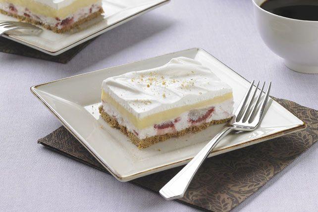 Un dessert délectable avec une garniture fruitée et crémeuse.