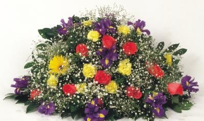 How to Make a Silk Headstone Saddle ArrangementHeadstones Saddles, Headstones Flower, Press Funeral Flower, Saddles Arrangements, Memories Service, Flower Arrangements, Floral Arrangements, How To Funeral Flower, Funeral Flower Keepsake