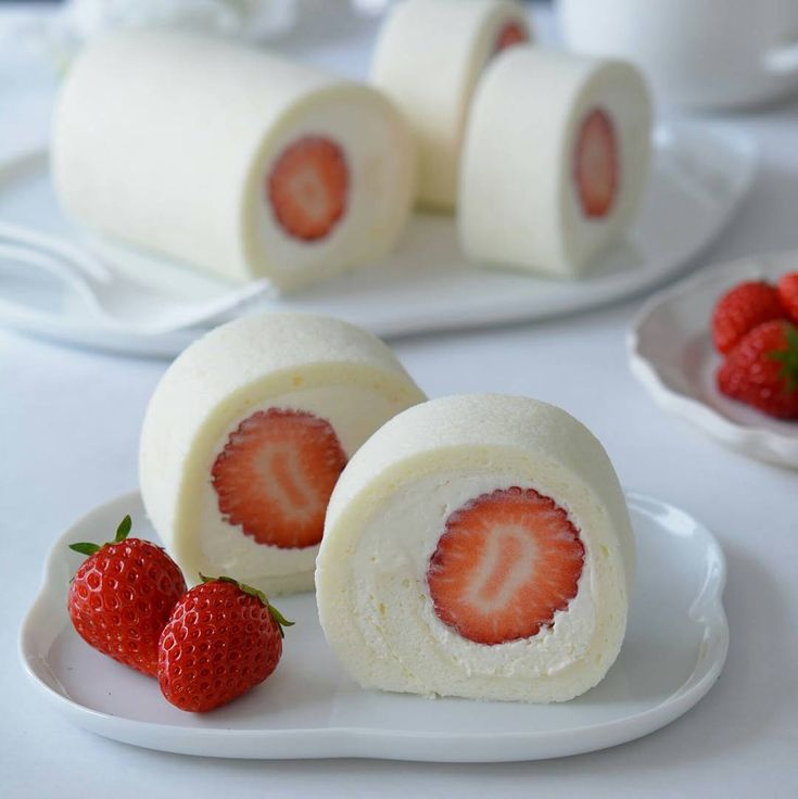 * White swiss rolls. . 本当は抹茶スイーツ作るつもりだったけど、急遽変更。 日の丸に見立てたホワイトいちごロールケーキでワンツーフィニッシュのお祝いだよ🎌. . Congratulations!! Yuzuru & Shoma✨✨. . . . . . . #ホワイトロールケーキ #ロールケーキ #白いロールケーキ #手作りお菓子 #お菓子作り #手作りケーキ #いちごのロールケーキ #手作りスイーツ #うきうきスプリング #コッタ #ホワイトロール #クッキングラム #萌え断 #手作りおやつ #おうちカフェ #胃袋はもう春ですが何か #いちごスイーツ #delistagrammer #ig_Japan #igersjp #instagram #japan #Japaneseflag #food52 #beautifulcuisines #sweetcuisines #cakestagram #instacake #feedfeed #cupcakeproject