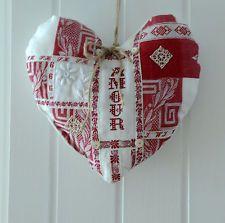 Linge ancien - Coeur en tissu damassé rouge - mercerie ancienne broderie  AMOUR