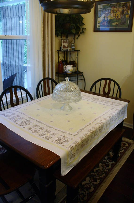 Vintage Linen Kitchen Tablecloth 50s Flowers White Pale Yellow #vintagelinen #tablecloth #pastelyellow #formaldining #etsygift #vogueteam