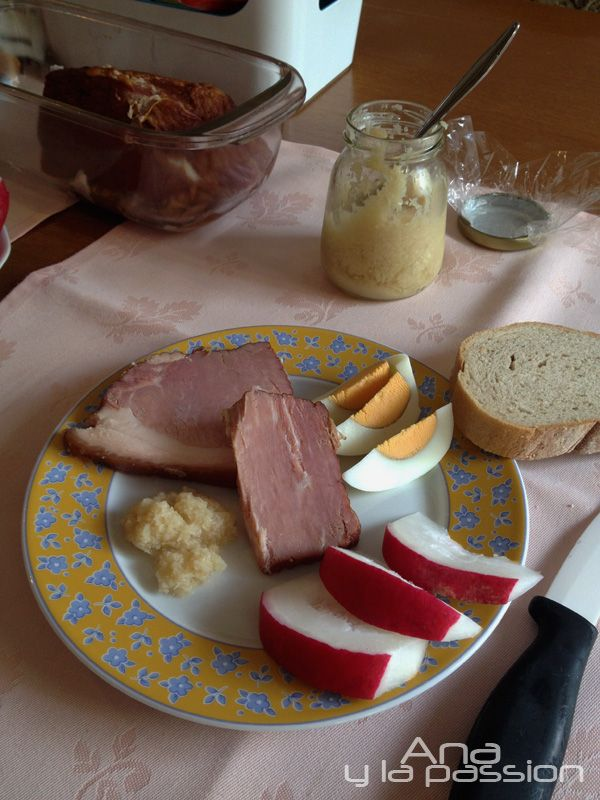Easter cooked ham with homemade horseradish by Ana y la passion. Hungarian traditional way to cook the ham for the Easter table.