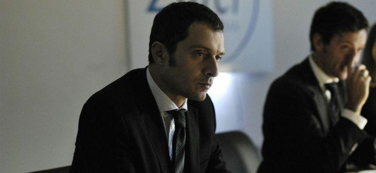 """Claudio Santamaria in una scena del film """"Il venditore di medicine"""" di Antonio Morabito"""