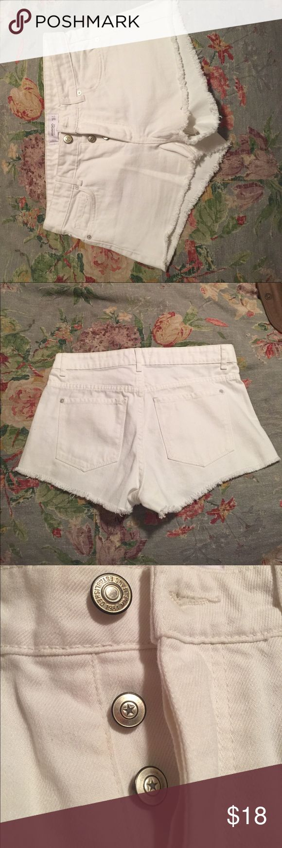 White shorts! ⭐️⭐️ Confortable white shorts, perfect for the summer Mango Shorts Jean Shorts