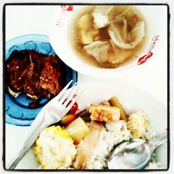 Sayur asem, pecel panggang Yu Mun sorogenen via @hobong