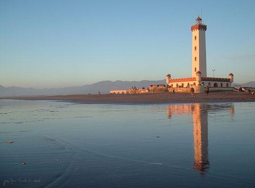 El faro de La Serena nunca tuvo función de faro. Fue construido bajo el gobierno de Gabriel Gonzalez Videla para darle un final grandioso a la Avda. Francisco de Aguirre, para que no terminara sólo en la playa.