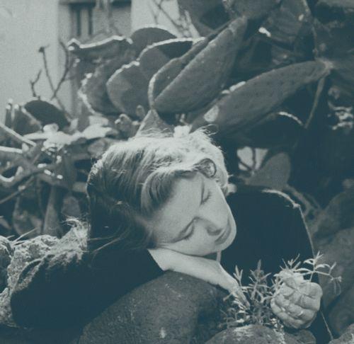 photo Ingrid Bergman dans Stromboli Roberto Rossellini 1950-02_zpsofqrojym.gif