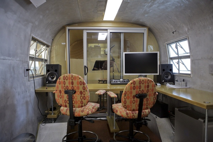 Recording studio in a vintage airstream trailer rubbens for Mobile studio