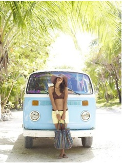 floppy hat, shorts, combi- love!