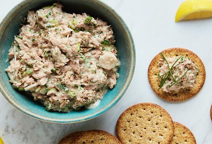 Ensalada botanera de atún. Come sano y sin complicaciones con esta receta de atún. Ideal para cuidar la línea, pocas calorías y mucha proteína.