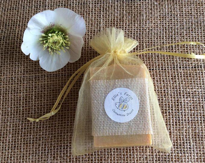 Soap in gift bag, natural soap gift, soap in organza bag, handmade soap gift, handmade soap in bag, artisan soap, natural soap, cruelty free #handmadesoap #naturalsoap #crueltyfreesoap #artisansoap