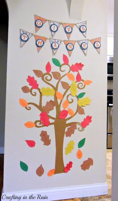 Check out this kid-friendly thankful tree!  #thanksgiving#gratitude#thankful#tree
