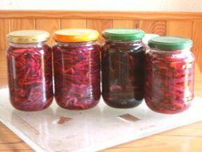 EXPERIENCE N° 10 : teinture de coton et soie au chou rouge le 26 Juillet 2008 J'ai eu envie de tester une des recettes dans le livre de Jackie Crooke. La teinture au naturel Comme j'avais acheté un chou rouge pour préparer des bocaux au vinaigre, j'ai...