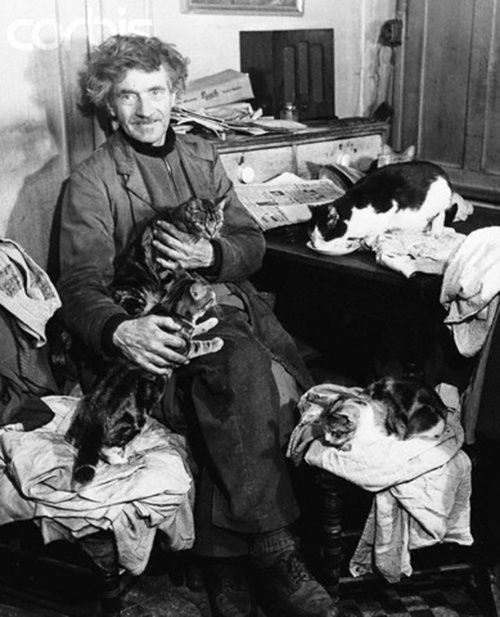 Austin Osman Spare http://fulgur.co.uk/artists/austin-osman-spare/  AOS and his beloved cats