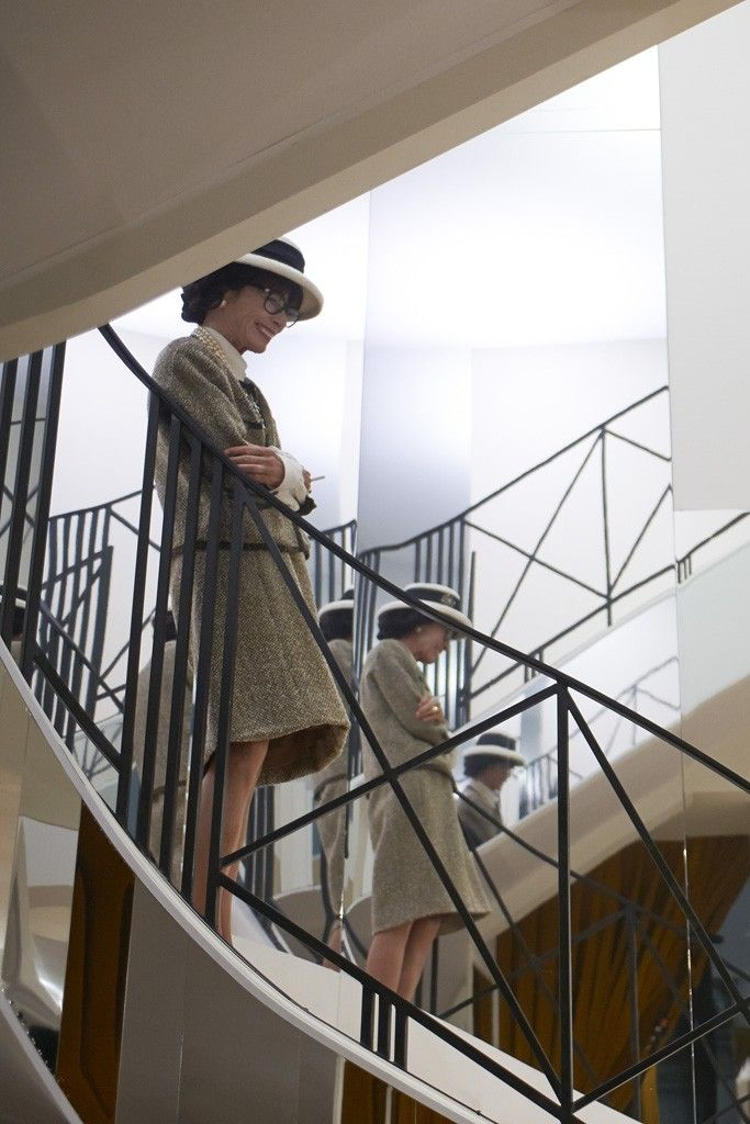 Geraldine Chaplin as Gabrielle Chanel on the famous mirrored staircase. [Photo by Olivier Saillant]