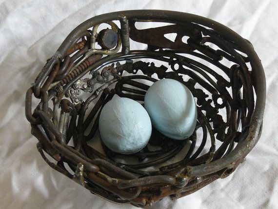 Found object nestClass Ideas, Nests Gardens, Birds Nests, Garden Art, Object Nests, Gardens Art, Perfect Spaces, Lucky Personalized, Welding Class