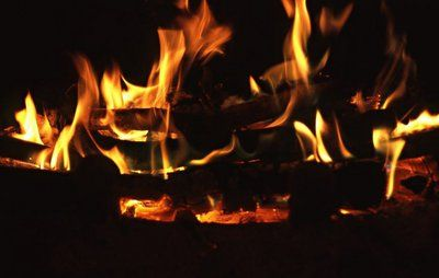 4 ting, du ikke må fyre med i din brændeovn