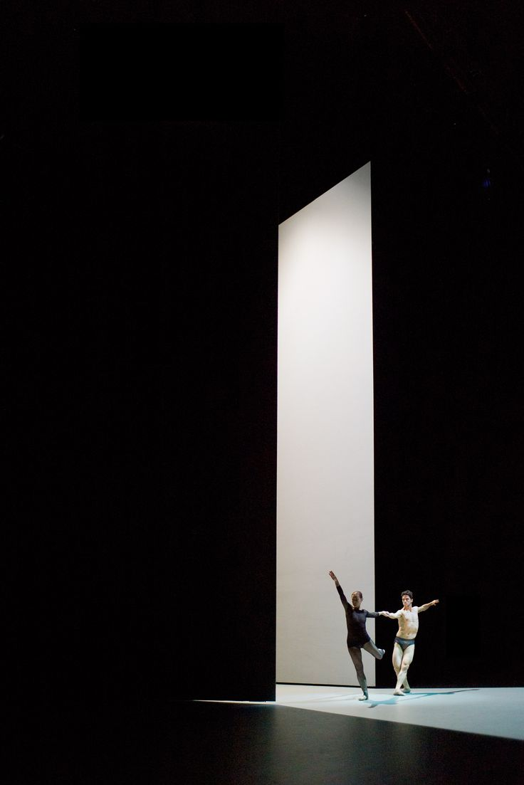 set design for the dance l anatomie de la sensation by john pawson moving scenic design. Black Bedroom Furniture Sets. Home Design Ideas