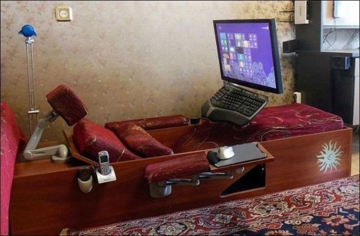 #интересное  Самодельный компьютерный диван (4 фото)   Компьютерное кресло, компьютерный стол — это все нам знакомо. А вот компьютерный диван — это что-то новенькое.       далее по ссылке http://playserver.net/?p=139065