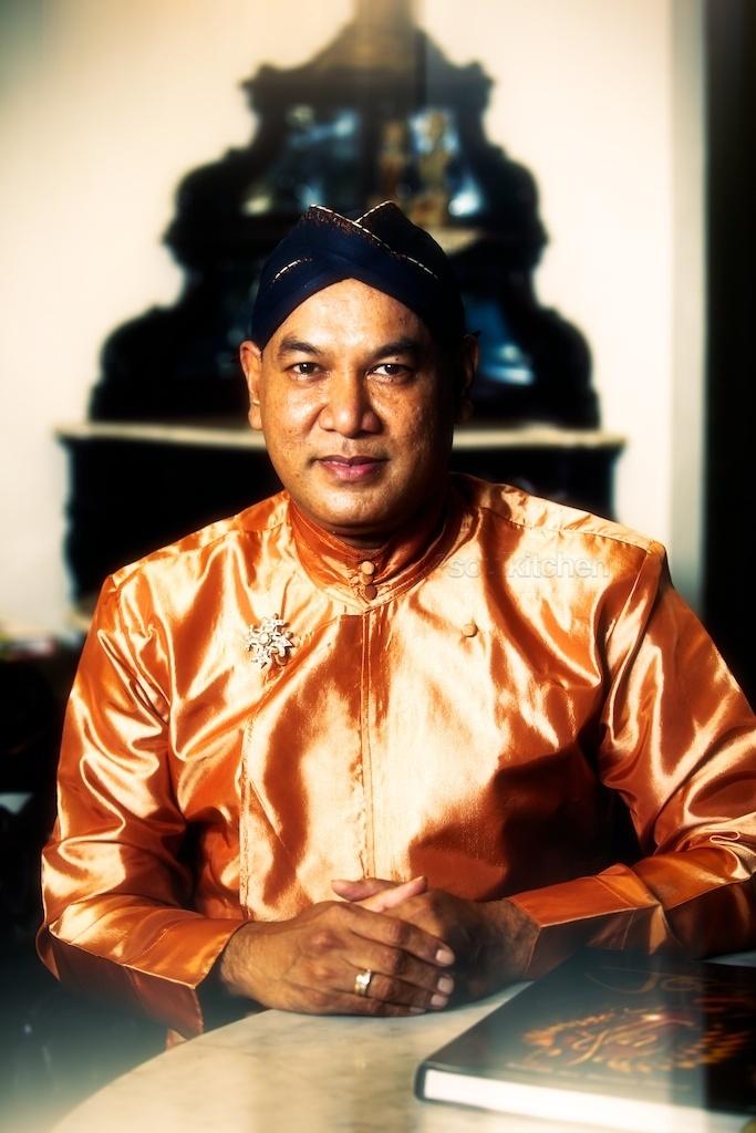 Afif Syakur. The man behind the Kain semen for Dhaup Ageng.