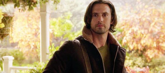 And when Jess gazed longingly at Rory in the episode, and you just pretended it was Milo looking at you that way. | 17 Times Milo Ventimiglia Blessed Us In 2016