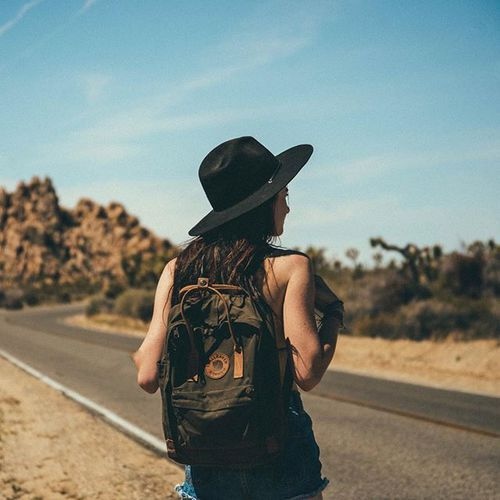 Imagem de beach, girl, and hike