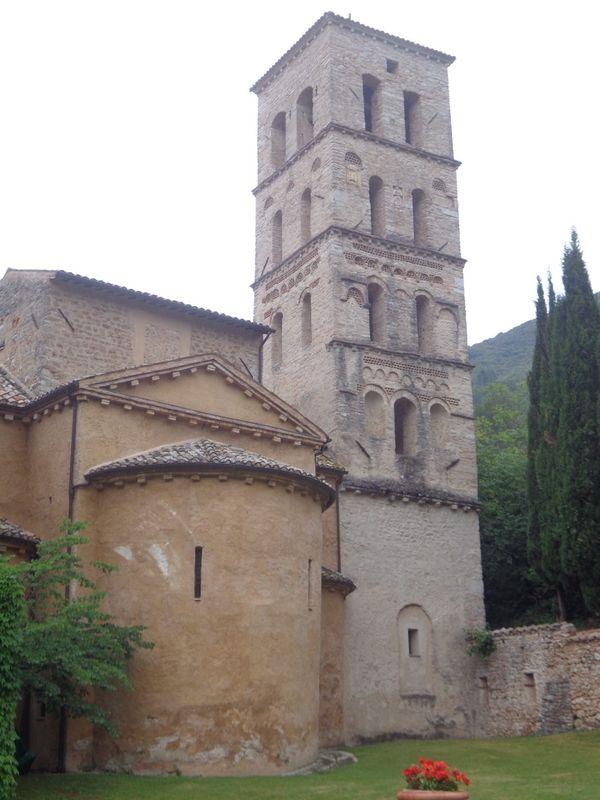 Eine wundervolle Abtei in den Hügeln Umbriens