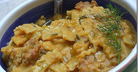 U maccu di favi è una pietanza molto conosciuta in Sicilia. Due sono gli ingredienti principali: le fave secche ed il finocchietto selvati...