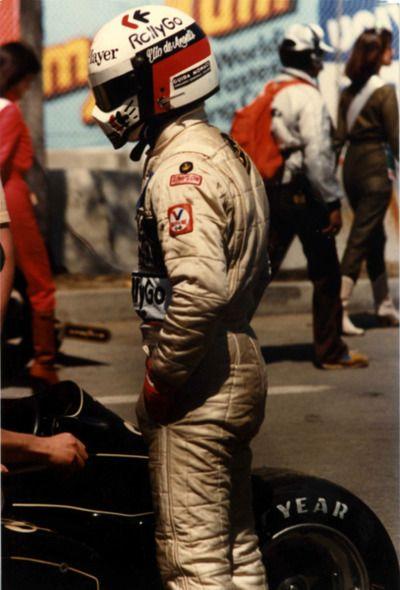 Simpson helmets Elio de Angelis, Lotus-Ford, 1982 US West Grand Prix, Long Beach