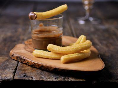 Receta | Falso chocolate con churros (Crema de morcilla con churros de patata) - canalcocina.es